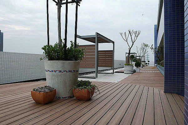 Having a new deck installed can be quite an expensive undertaking. One of the largest factors affecting the overall cost of composite plastic wood decking installation project is materials.