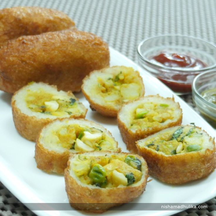 Shahi bread rolls are very famous, simple yet rich recipe which makes a perfect tea time snack or serve as an appetizer.  Recipe in English - http://indiangoodfood.com/1879-bread-roll-recipe-step-by-step.html (copy and paste link into browser)  Recipe in Hindi - http://nishamadhulika.com/1478-shahi-bread-roll-recipe.html (copy and paste link into browser)
