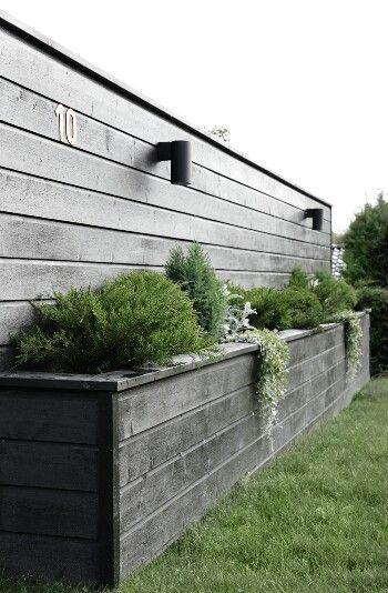 Upphöjd plantering som mur/stenparti