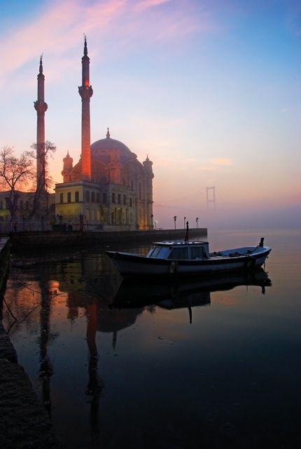 İstanbul - what an amazing picture this is: the mosque in Ortaköy right on the Bosphorus with the bridge in the distance