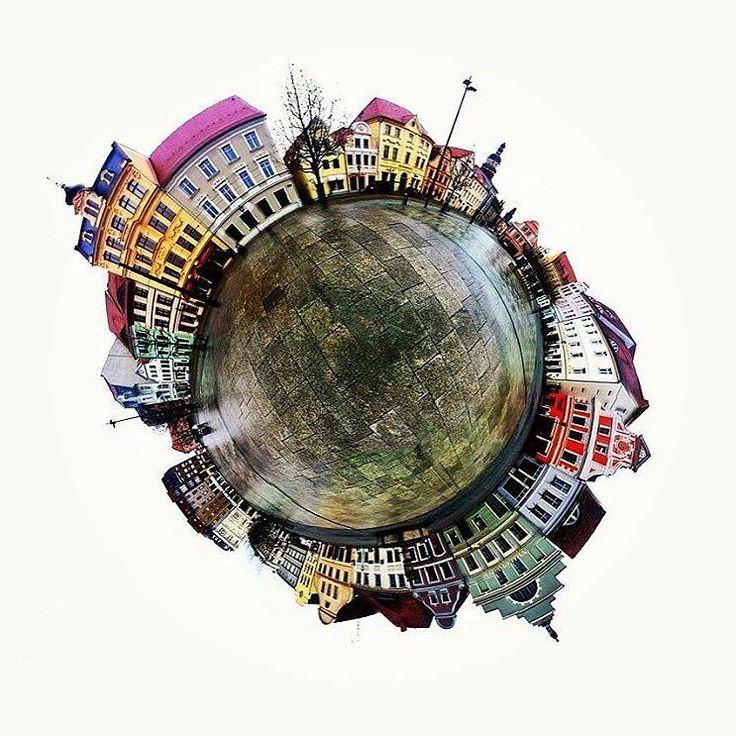 Heute zeigen wir euch unserem Aktmarkt in einem 360Grad Rundblick. Aufgenommen von @filimonoff und unter #mein_cottbus gepostet. Wir Danken für dieses kreative Foto.  #altmarkt #cottbus #brandenburg #lausitz  #city #town #huntgramgermany #picoftheday #archilovers #streets #streetshots #urbanromantik #streetphotography #urbanliving #VSCOcam #VSCO #archhunter #archdaily #architecture #urban #Fasaden #cottbusundumgebung #ostdeutschland #osten #exklusive_shot #exploreeverything #justgoshoot…