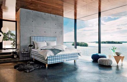 Postel Ocean Blue ze speciální edice inspirované švédským souostrovím je vyrobena na zakázku ručně ve Švédsku za použití nejkvalitnějších přírodních materiálů, čelo David ve výšce 95 cm k posteli zdarma nebo příslušenství v hodnotě 10 % ceny postele, svrchní matrace BJX Luxury, 180 x 200 cm, cena 265 720 Kč, www.postele-hastens.cz