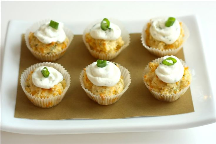 EAT DRINK PRETTY: Savory cupcakesSavory Cheddar, Cheese Herbs, Cheddar Herbs, Herbs Cupcakes, Cheddar Biscuits, Savory Cupcakes, Goats Cheese, Goat Cheese, Herbs Savory