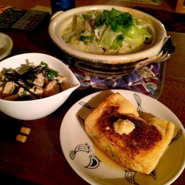 遅い夕食。簡単なアテを。 - 10件のもぐもぐ - キャベツ豆乳鍋、鶏梅和え、納豆お揚げさん by piton93