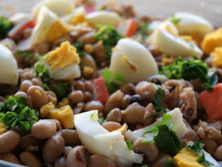 Uma receita simples e prática, da nossa longa lista de receitas fáceis. Uma salada que se deve servir fria, ideal para os dias quentes de verão.