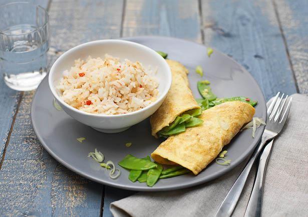 Receptenarchief Kokos-pindarijst met loempia's van gebakken ei met een Oosterse smaak Recept