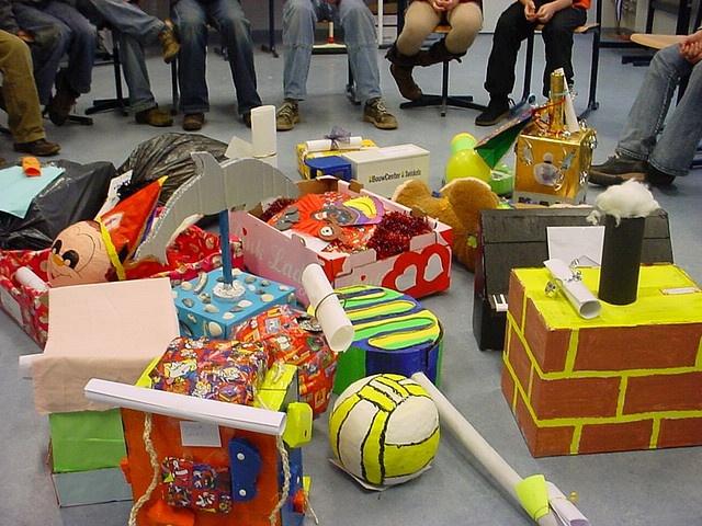 Met sinterklaas maken mensen op 'pakjesavond' surprises voor elkaar, óók de volwassenen krijgen cadeautjes. Een surprise is een zelf in elkaar geknutseld cadeau met een (meestal plagerig) gedicht erbij over het 'slachtoffer' in kwestie. In het knutselwerk zit dan een echt cadeau. Pakjesavond vraagt een flinke voorbereiding. Mensen trekken lootjes en vullen verlanglijstjes in. (zie lootjestrekken.nl e.a.) Soms kom je nooit te weten wie nu jouw pakje gemaakt had, het blijft altijd gokken ...