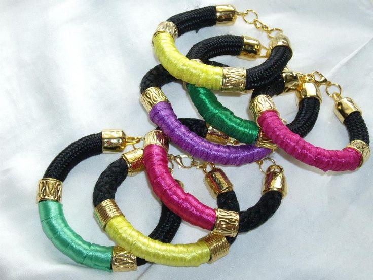 Βραχιόλια με κορδόνι και  κορδέλες. Bracelets with cord and ribbon. Τιμή: 8 € το ένα/ each, 14 € τα δύο/ two pieces Κωδικός: 28113/8