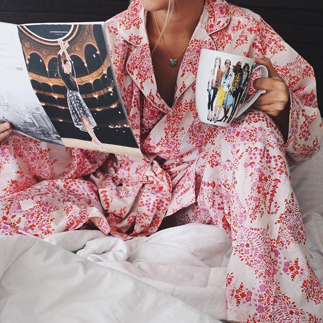 Barely waking up on this rainy Sunday with my comfy @plumprettysugar PJ set