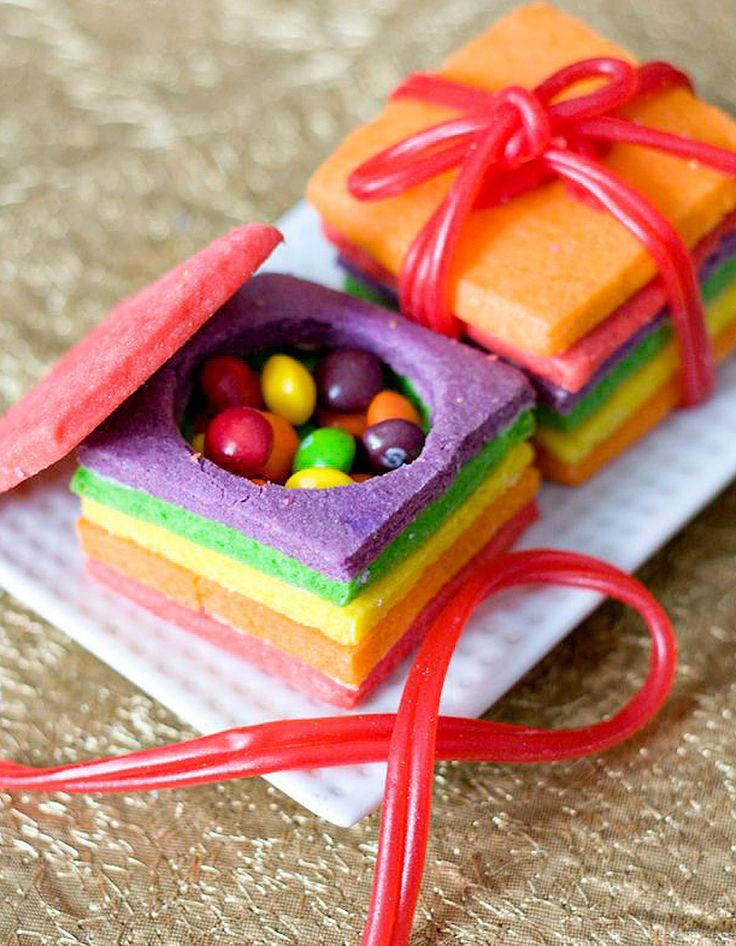 Sur le même principe que le piñata cake, ces mini-boîtes remplies de bonbons sont parfaites pour un goûter d'anniversaire ultra-coloré.Découvrez la     ...