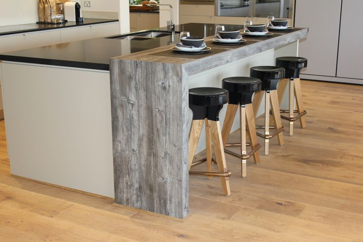 Jackson pine laminate is the star of this creative kitchen. The unique grain and colour of this new feel wood product can bring any space a rustic appearance. Using a combination of Egger Flannel 16mm and Perfect sense Matt black cabinetry shows it truly has no limits.