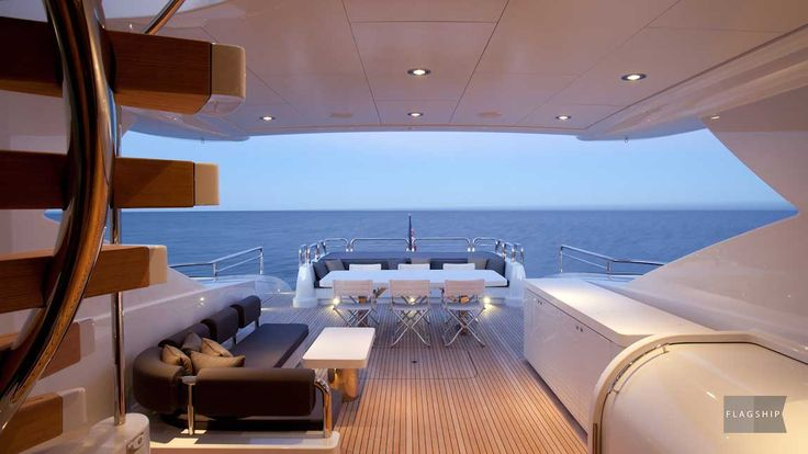 Quantum's open plan layout offers seamless movement between the boats luxurious dining area, saloon & aft deck. Contact a Flagship Cruises luxury boat hire specialist to plan your next Quantum event.