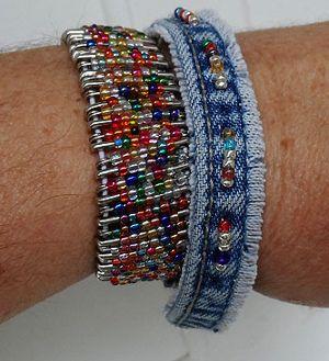 Old Jeans BraceletJeans Bracelets, Christmas Crafts, Blue Jeans, Beaded Bracelets, Denim Bracelets, Jeans Crafts, Bracelets Crafts, Safety Pins, Old Jeans