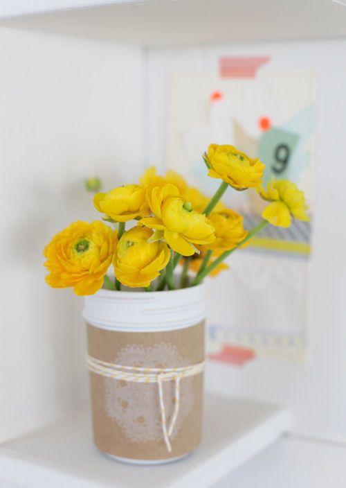 DIY Mason Jar Centerpiece: Kraft Paper, Brown Paper, Spring Flower, Flower Bouquets, Mason Jars Centerpieces, Gifts Idea, Mason Jars Crafts, Lemon Yellow, Yellow Flower
