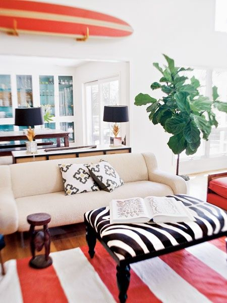 Love the spots of color!: Ideas, Living Rooms, Surfing Boards, Colors Schemes, Beaches Houses, Ottomans, Figs Trees, Surfboard Decor, Fiddle Leaf Figs
