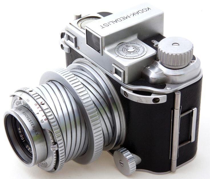 Kodak Medalist w/100 mm EKTRAR 3.5 LENS- Medium Format Rangefinder Film Camera