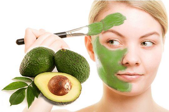 Una #receta casera que te enseñará cómo preparar #mascarillas de #aguacate para el rostro. Una receta para piel seca, grasa o simplemente para rejuvenecer. #beautyblogger http://susierodena.com/2015/06/como-preparar-mascarillas-de-aguacate/