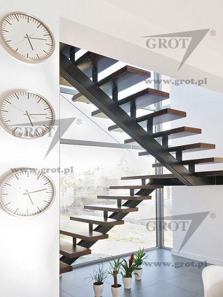 escalera de media vuelta una zanca central estructura metlica y peldaos de madera