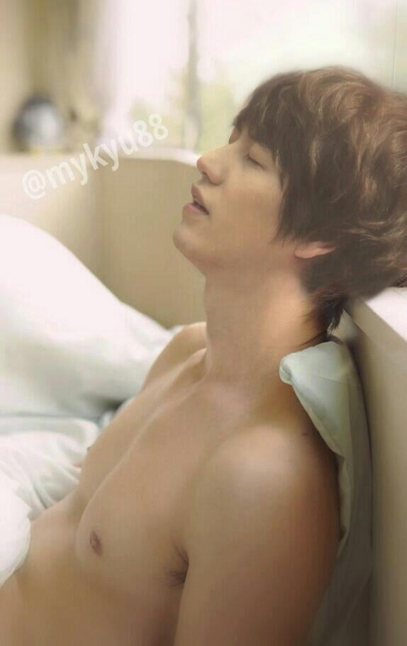 Kyuhyun of Super Junior This looks really dirty somehow... >///