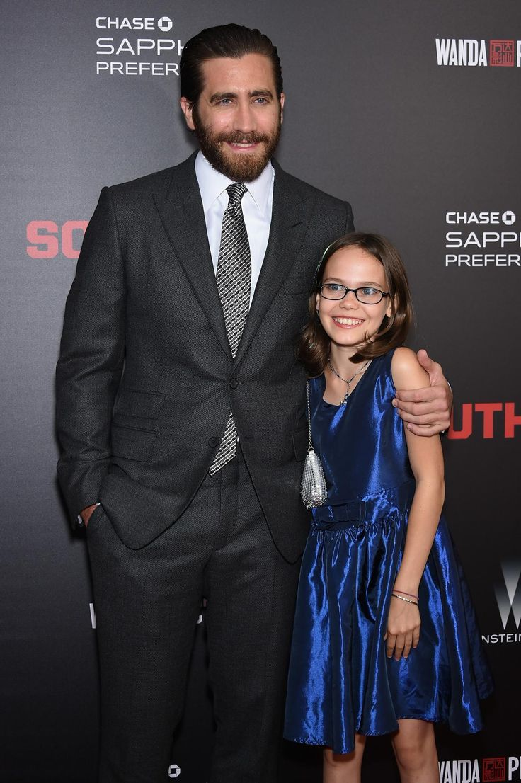 Jake Gyllenhaal and Oona Laurence at an event for Southpaw (2015) http://www.movpins.com/dHQxNzk4Njg0/southpaw-(2015)/still-450619392