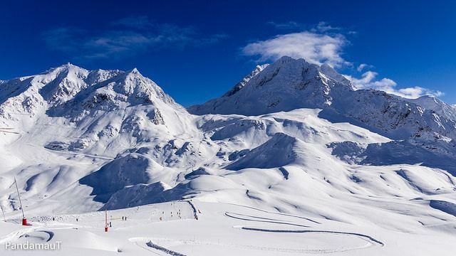 Le domaine des Arcs se situe sur le domaine skiable des Arcs-Peisey-Vallandry. Avec le domaine skiable de la Plagne ils forment l'espace skiable Paradiski.