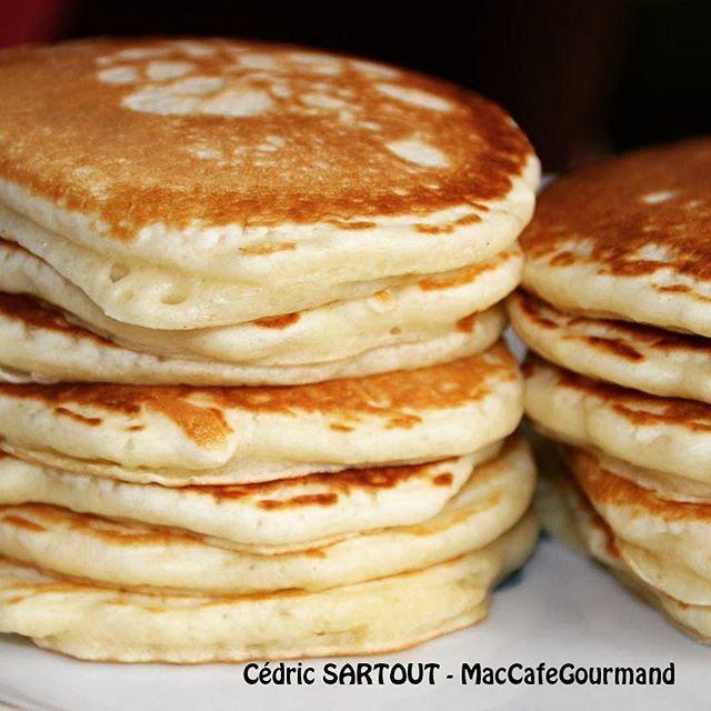 Ce matin c'était pancakes maison. Merci à @tranchederegalade pour m'avoir fait connaître la recette de Martha Stewart. Comme d'habitude la recette sur mon blog #maccafegourmand #patisserie #pancakes #marthastewart