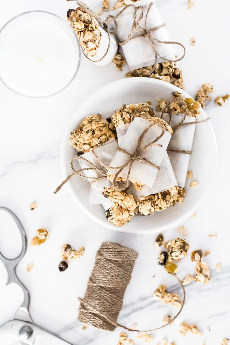 Homemade Oatmeal Raisin Granola Bars | homemade granola bars | no-bake snack recipes | easy granola bar recipe | healthy snacks || Oh So Delicioso #granolabar #nobake #healthysnack