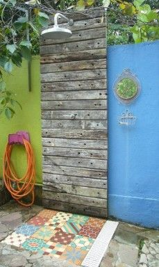 Madeira e ladrilho hidráulicona casa de Beatriz Kato