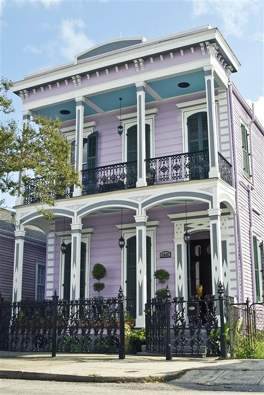 Beautiful Italianate facade of Collinwood House in New Orleans