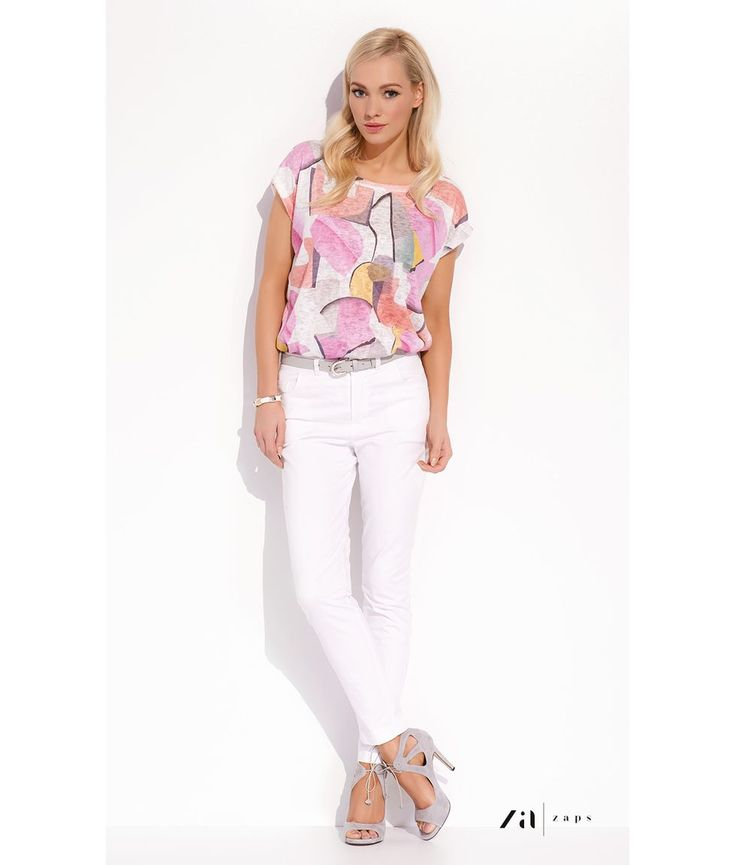 БЛУЗКА KAMA Стильная триктажная блузка фирмы Zaps (Запс) с коротким рукавом, полусвободного струящегося покроя. Блузку отличает яркий стильный принт. Эта блузка отличного качества прекрасно подойдет стильным женщинам на весну-лето.