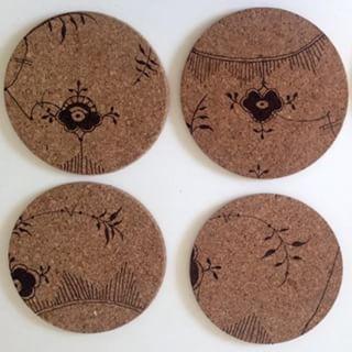 På blogombolig.dk kan du se, hvordan du laver disse fine bordskånere/vægpynt. #indretning #boligtilbehør #design #interiør #bolig #boligindretning #interiordesign #diy #gørdetselv #lavdetselv #køkken #kreativ #inspiration #boliginspiration #boligmagasinet #kork #tusch #art #kunst