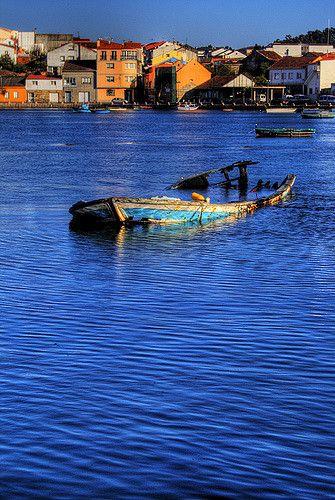 Barca abandonada. Abandoned boat. | Barca abandonada en O Grove, Galicia. España.
