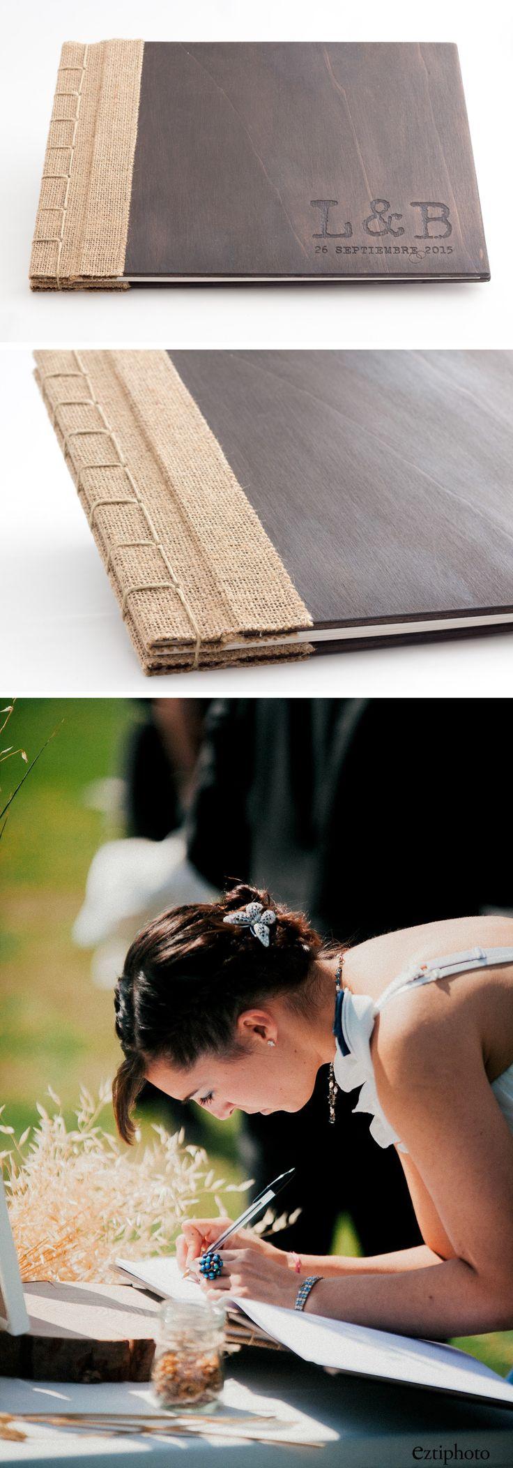 libro de firmas de madera y tela arpillera con encuadernación japonesa. Grabado…