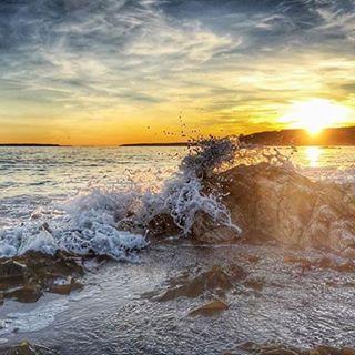 Soaking up the sun near The Anchorage Provincial Park in beautiful New Brunswick, Canada. // ♫♪ La mer, qu'on voit danser, le long des golfes clairs, a des reflets d'argent, la mer, a bercé mon coeur, pour la vie... ♫♪ -- Charles Trénet Photo : @jonbillings / Instagram