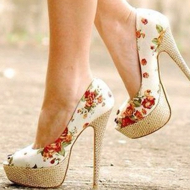 I LOVE FLORAL PATTERN THESE DAYS