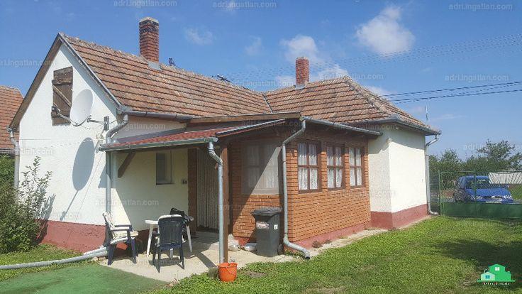 Felújított ház, csendes utcában, a Kis-Balaton szomszédságában és közel a Balatonhoz eladó! Helyiségek: : 1 nagy nappali, 1 hálószoba, 1 konyha...