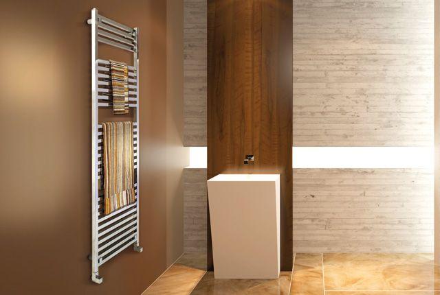 right - Scaldasalviette in acciaio dalle linee pure e squadrate che si abbina perfettamente agli stili più moderni e minimali.