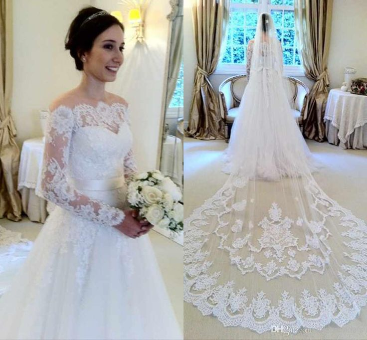 Lace veil with tulle dress