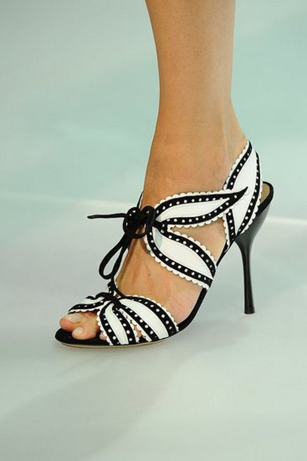 ArmaniFashion Weeks, Women Fashion, Black White, Armani Easy, Women Shoes, Classy Shoes, Wear Sandals, Emporio Armani, Armani Spring