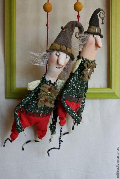 Сказочные персонажи ручной работы. Ярмарка Мастеров - ручная работа. Купить Кукла на подвесе Хранители дома. Handmade. Зеленый, Подвес