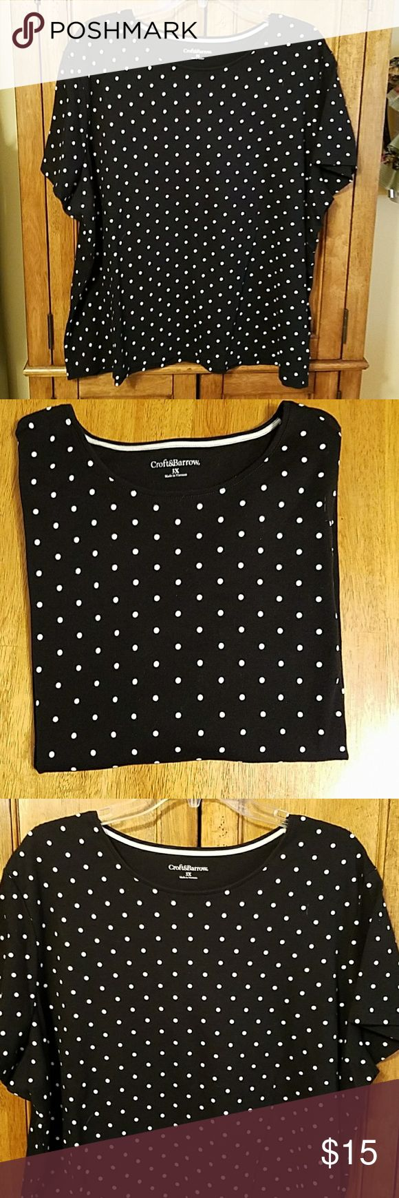 BLACK AND WHITE POLKA DOT SHORT SLEEVE TEE Beautiful black and white polka dot short sleeve tee by Croft & Barrow, excellent condition only worn 1 or 2 times, great for spring and summer, material 100% cotton, size 3X croft & barrow Tops Tees - Short Sleeve