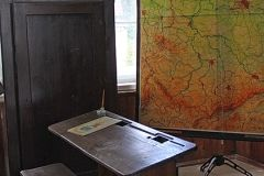 Mit Stahlfeder und Tinte oder mit einem Griffel auf einer originalen Schiefertafel schreiben ...