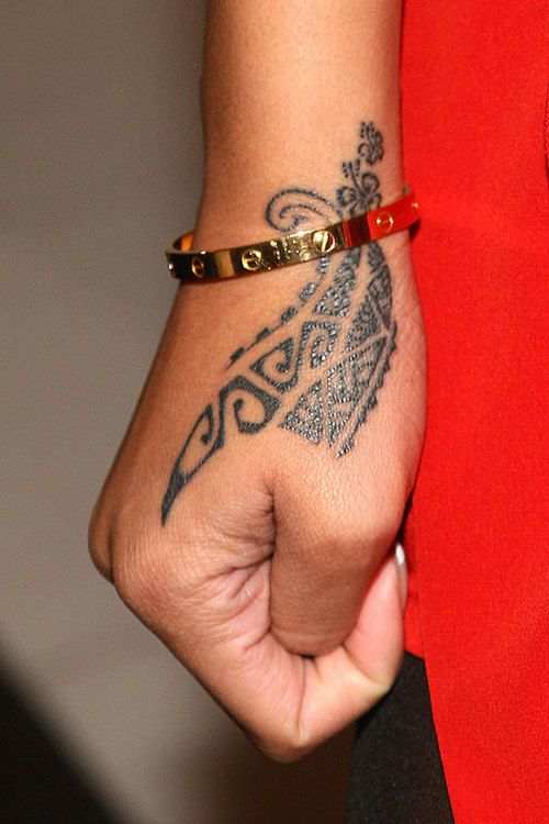 maori tattoo i know each new zealand family has their own intricate design kinda like a. Black Bedroom Furniture Sets. Home Design Ideas