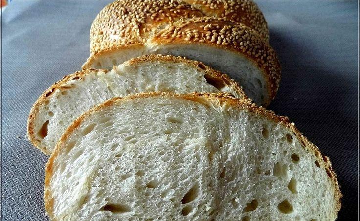 A szezámmagos fonott kenyér  nagy kedvenc volt, gyakran sütöttem, aztán egyszer csak elmaradt. Most ismét megsütöttem, ...