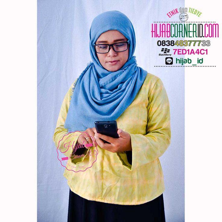 Baju Blus Tiedye ST 0102 Askha Top. Model Blus Hijab Terbaru 2015 bahan satin velvet. Cocok dipakai untuk ke kantor atau acara formal lainnya. Super Recommended ! All size Bust 100cm Length 65cm. Harga Rp. 140 ribu #FAshionHijab #HijabStyle #BlusBatik