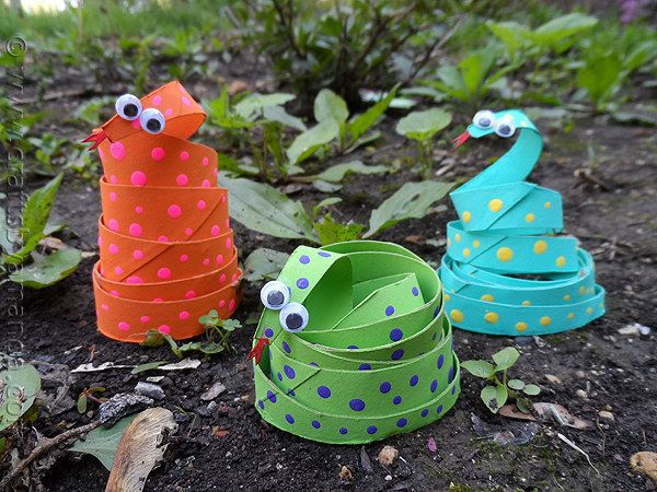 Toilet Paper Roll Snakes   Community Post: 25 Toilet Paper Roll Crafts
