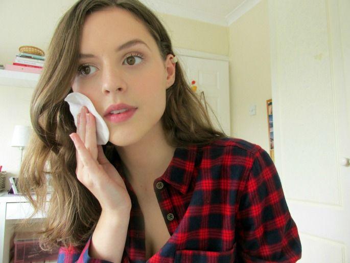 All Things Foxy - Burberry Makeup Tutorial http://allthingsfoxyy.blogspot.co.uk/2014/10/burberry-ss-2015-makeup-tutorial.html