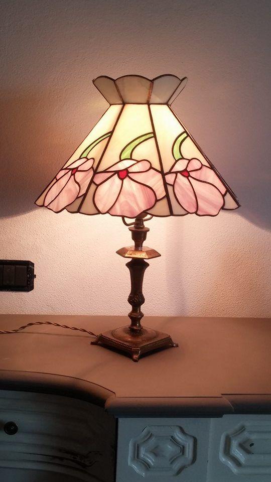 Lampada in vetro realizzata con la tecnica Tiffany