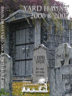 halloween believe it or not this is their home they turn it in to halloween tombstoneshalloween graveyardhalloween 2013halloween decorationshalloween - Halloween Tombstone Decorations