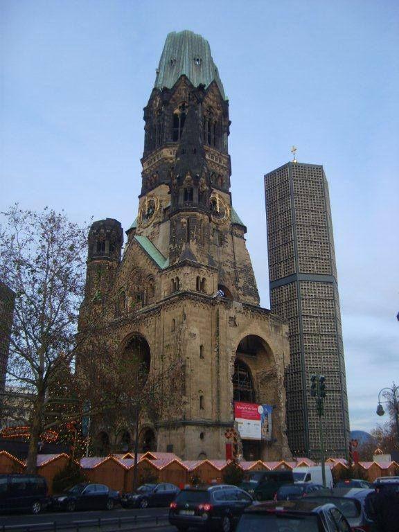 Sinagogu gezemiyoruz çünkü saatine yetişemiyoruz... Daha fazla bilgi ve fotoğraf için; http://www.geziyorum.net/berlin-3-gun/